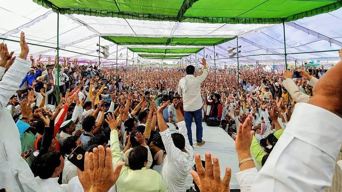 میرٹھ: 'کسان مہاپنچایت' کے دوران صحافی کا ملازمت سے دستبرداری کا اعلان، کہا- 'سچائی دکھانے سے روکا گیا'