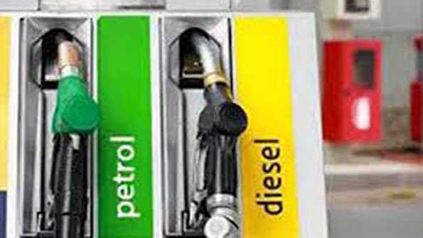 لگاتار 12ویں دن بڑھیں پٹرول اور ڈیزل کی قیمتیں، دہلی پٹرول کی قیمت 90.58 فی لیٹر
