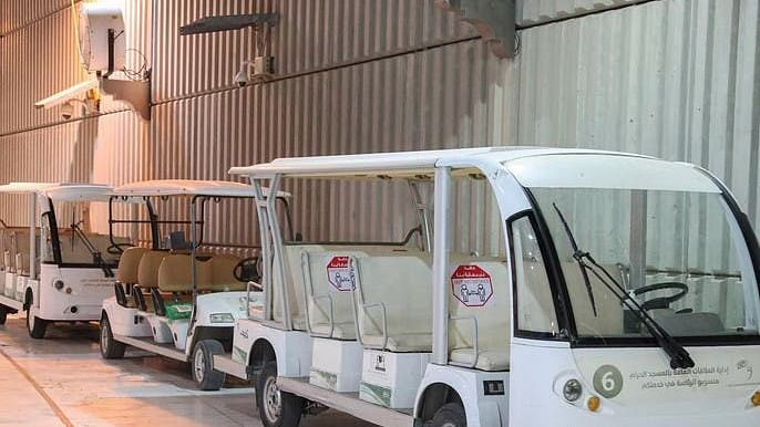 مسجد حرام: اللہ کے مہمانوں کے لیے نئی 'بیٹری کار سروس' کا آغاز