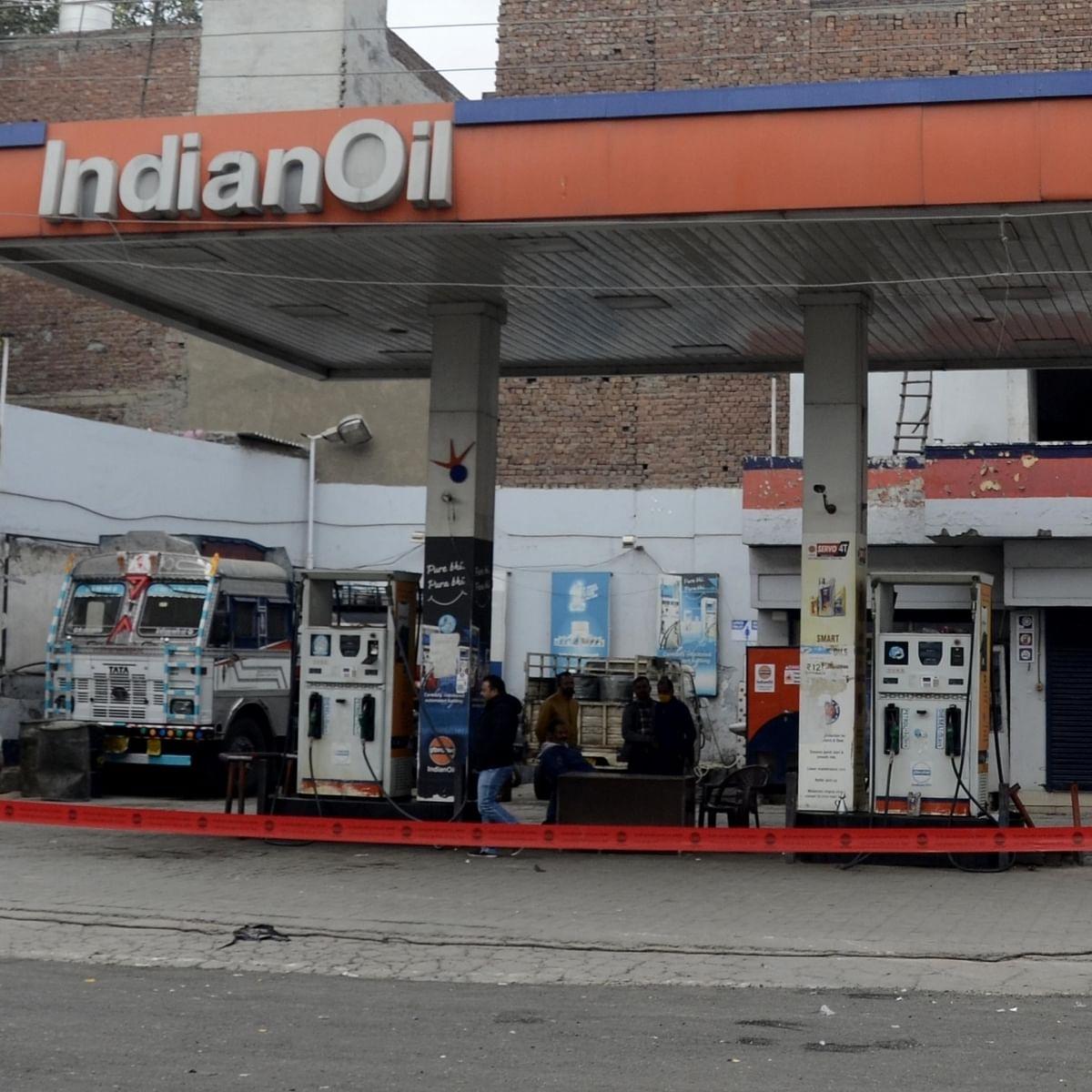 پٹرول اور ڈیزل کی قیمتیں / تصویر آئی اے این ایس