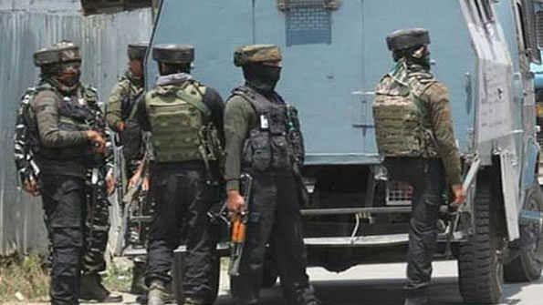 کشمیر: بانڈی پورہ میں دو ملی ٹنٹ اعانت کار گرفتار، پولیس کا دعویٰ