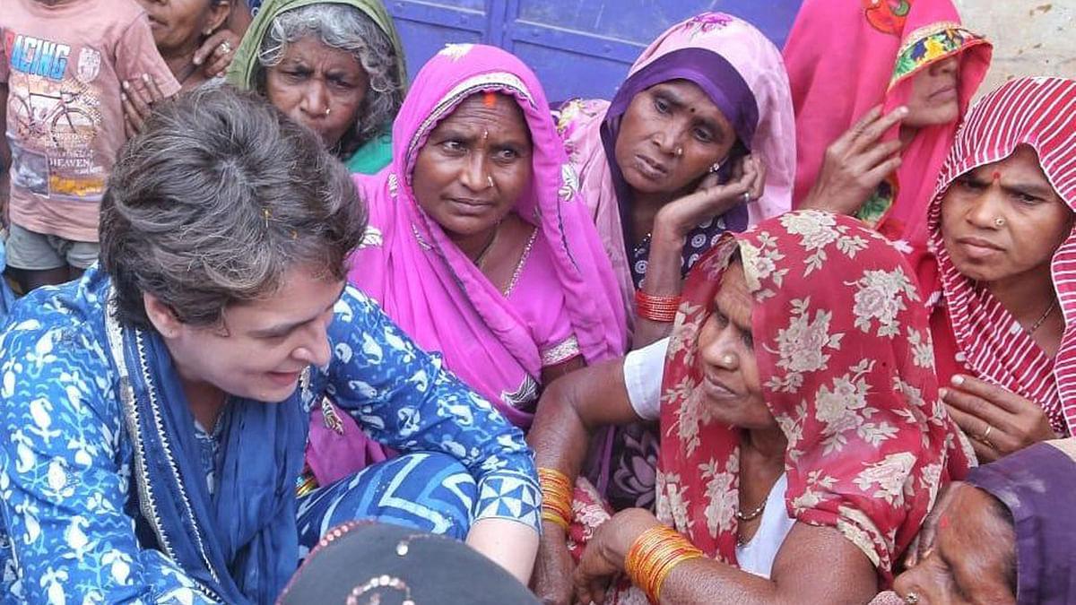 الہ آباد: پرینکا گاندھی نے سنی ماہی گیروں کی رودادِ غم، ساتھ بیٹھ کر خواتین سے کی گفتگو