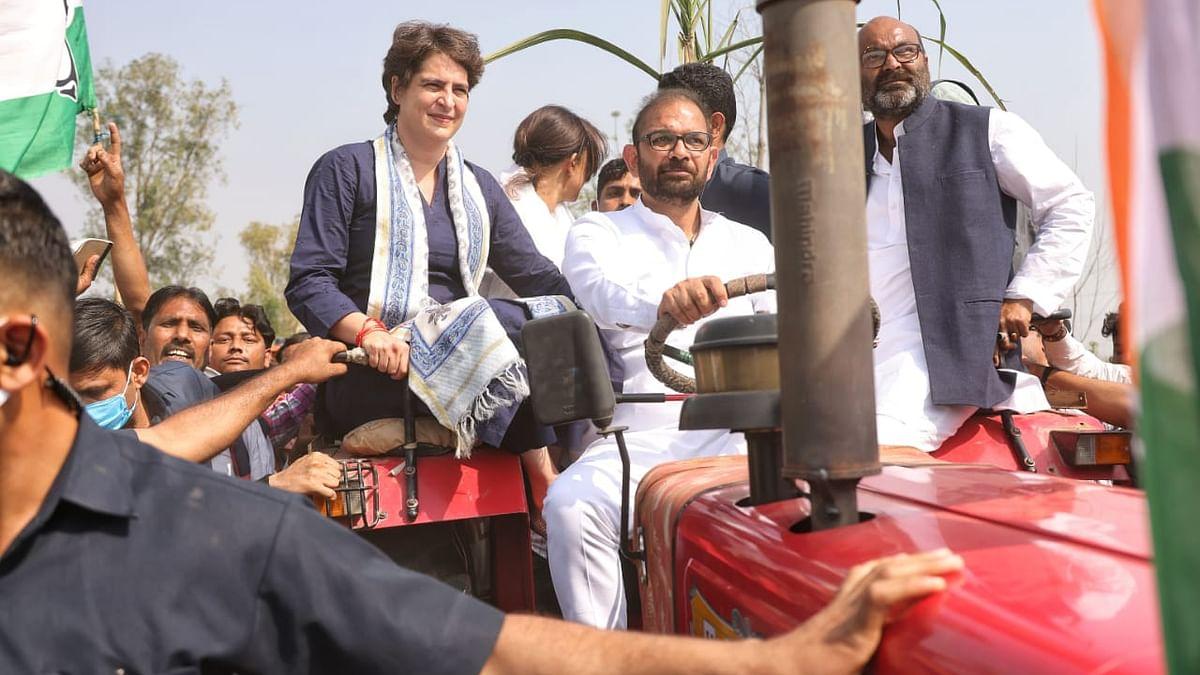 پرینکا گاندھی میرٹھ ریلی میں جاتے ہوئے/ تصویر بشکریہ ٹوئٹر