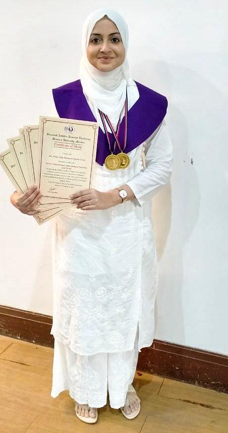 ممبئی: قرآن کی حافظہ سوھا معظم نے یونیورسٹی میں ٹاپ کیا، 2 گولڈ میڈل سمیت 5 اعزاز حاصل کیے