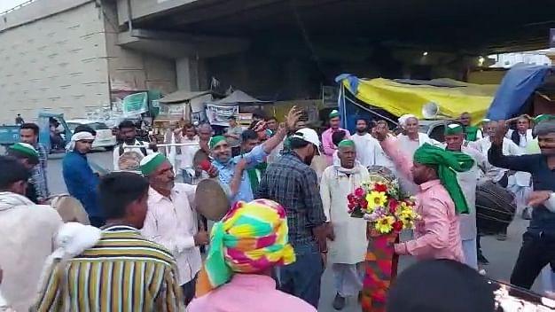 کسان تحریک: اس بار دہلی بارڈرس پر نظر آئے گی کسانوں کی دلچسپ ہولی