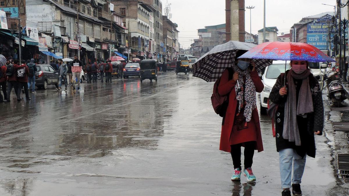 کشمیر: تین دنوں سے برف و باراں کا سلسلہ جاری، 18 اپریل تک موسم ناساز رہنے کی پیش گوئی