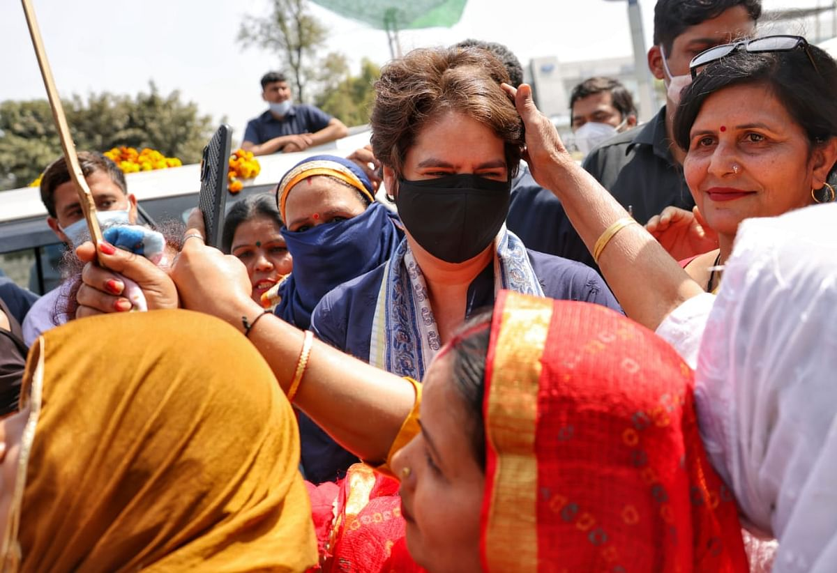 میرٹھ کسان مہاپنچایت: ٹریکٹر پر سوار ہو کر، کھیت کھلیانوں کے راستہ کسانوں کے دل میں اتریں پرینکا گاندھی