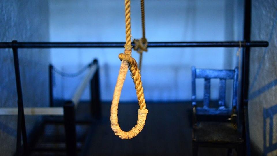 یو پی: دوا تاجر نے 'خودکشی نوٹ' لکھ کر پوری فیملی کے ساتھ موت کو لگایا گلے