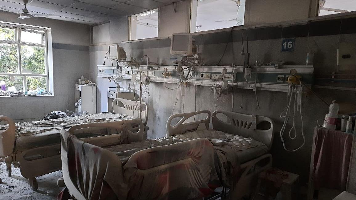 دہلی کے صفدر جنگ اسپتال کے آئی سی یو وارڈ میں لگی آگ، مریضوں کو بحفاظت نکالا گیا