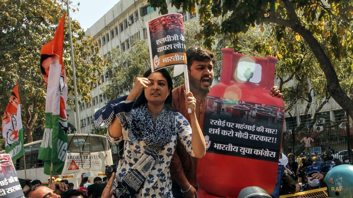 'مودی حکومت نے بگاڑ دیا گھر کا بجٹ'، مہنگائی کے خلاف یوتھ کانگریس کا مظاہرہ