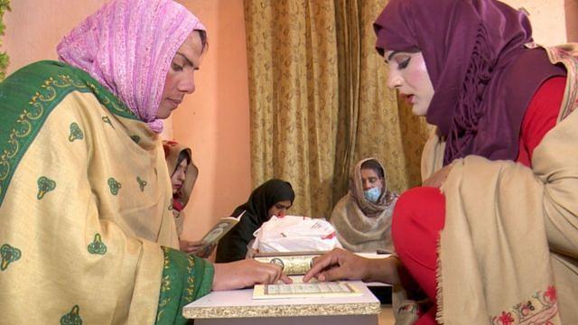 خواجہ سرا رانی خان: بھیک اور ڈانس چھوڑ کر اسلامی مدرسہ کھول لیا!