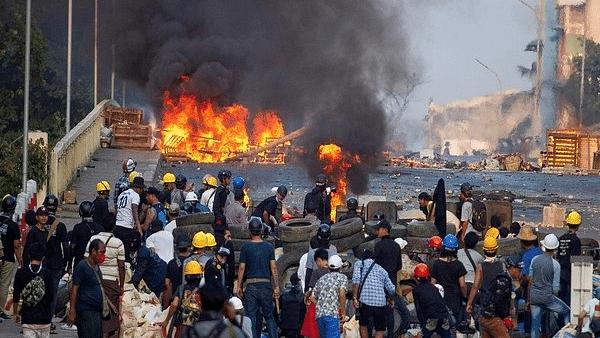 میانمار: فوجی بغاوت کے خلاف احتجاج کا سلسلہ جاری، ایک دن میں 114 شہری ہلاک