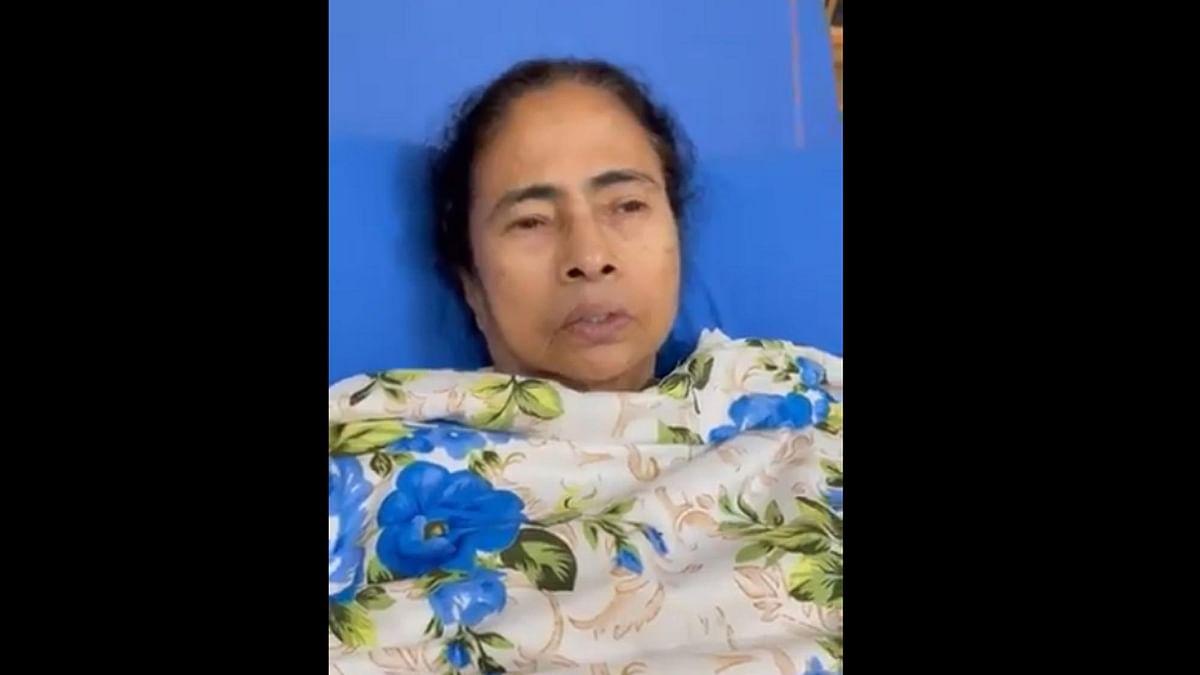 'حملے میں مجھے شدید چوٹیں لگیں، باہر آکر ویل چیئر پر کروں گی انتخابی تشہیر' ممتا بنرجی کا ویڈیو پیغام