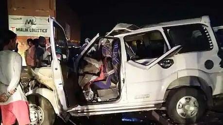 آگرہ میں خوفناک سڑک حادثہ، 9 افراد ہلاک، 3 زخمی