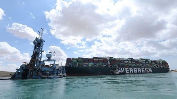 نہر سوئز میں پھنسا جہاز نکال لیا گیا، بحری جہازوں کی آمد و رفت بحال