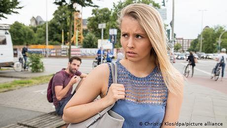 جرمنی میں بھی 'کیٹ کالنگ' کے خلاف ایک نوجوان لڑکی سرگرم