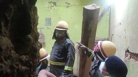 مرزاپور میں مکان کی چھت گرنے سے 5 افراد کی موت