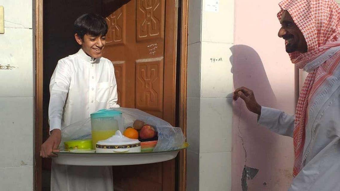 رمضان المبارک: سعودی عرب میں افطاری کا سامان بانٹنے کی منفرد روایت