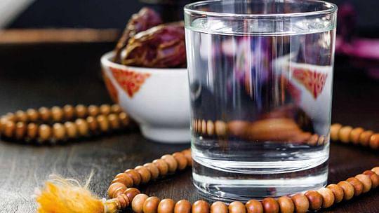 رمضان المبارک: افطار اور سحر میں کتنے لیٹر پانی پینا ضروری ہے؟
