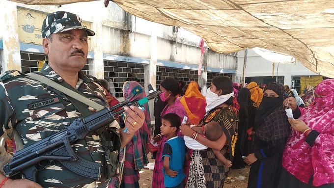 بنگال انتخابات: تیسرے مرحلے کی پولنگ کے دوران کئی مقامات پر تشدد اور جھڑپ کی خبریں