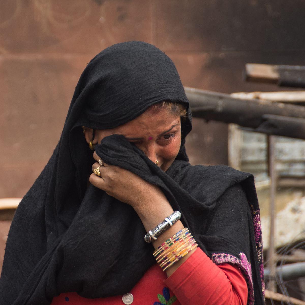 دہلی فسادات کی متاثرہ / Getty Images
