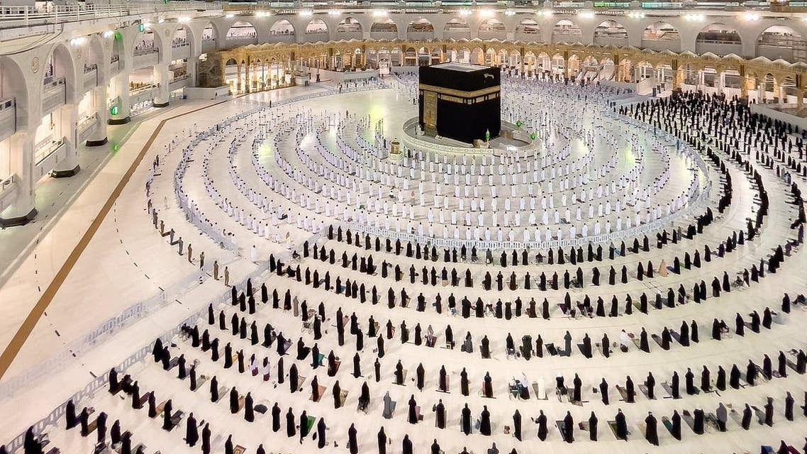 مسجد حرام میں صف بندی کی دلفریب تصویر