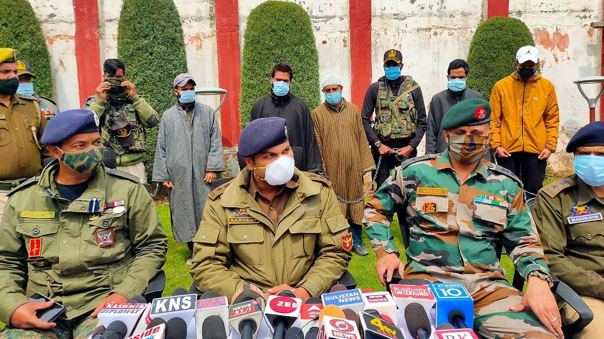 وادی کشمیر: پولیس کا ضلع کپوارہ میں 2 ملی ٹینٹ اور 3 اعانت کاروں کی گرفتاری کا دعویٰ
