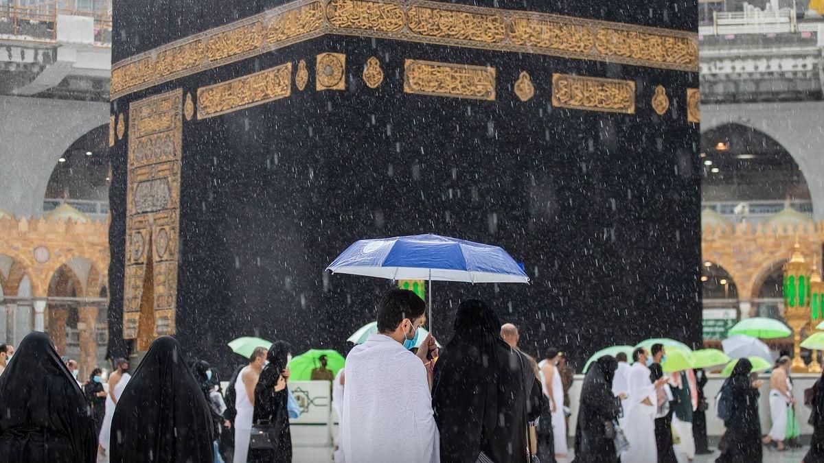 المسجد الحرام میں موسلا دھار بارش کے دوران سب معمول کے مطابق کیسے ہوا؟