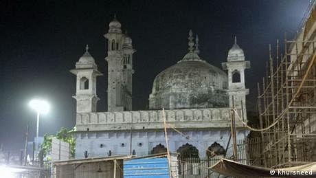 کیا اورنگ زیب کی اس مسجد کے ساتھ بھی بابری مسجد جیسا سلوک ہو گا؟