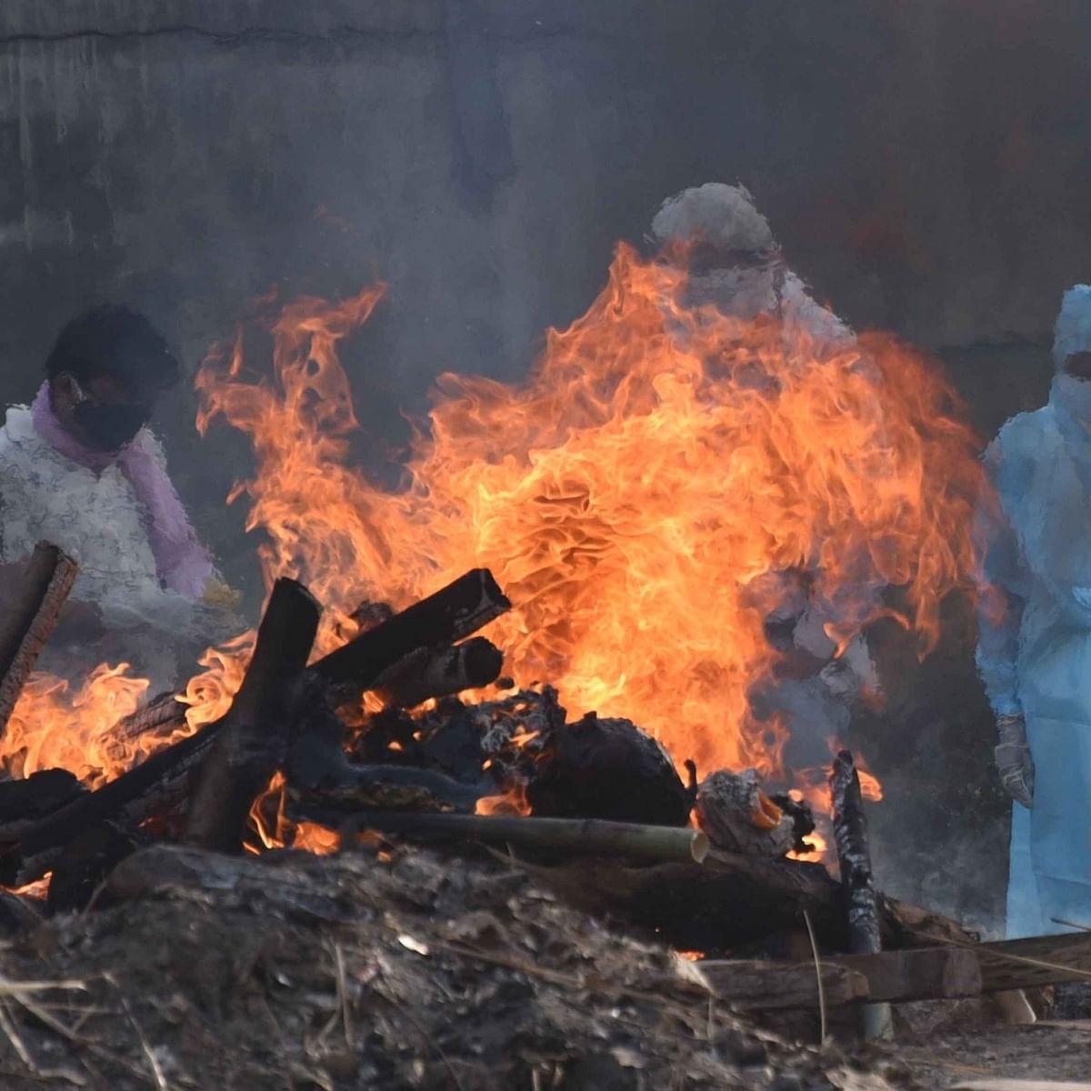 کورونا کے جان گنوانے والے افراد کی آخری رسومات / آئی اے این ایس