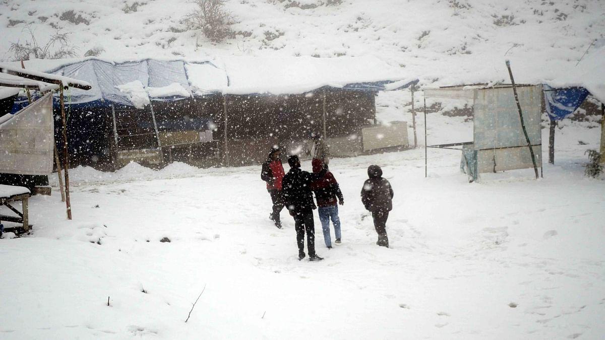 ہماچل پردیش کے بالائی علاقوں میں برف باری، منالی۔لیہ مارگ بند