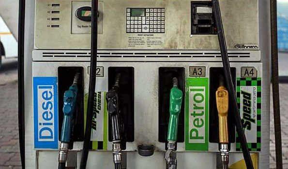 پٹرول اور ڈیزل کی قیمت میں پھر لگی آگ، عوام کی کوئی فکر نہیں
