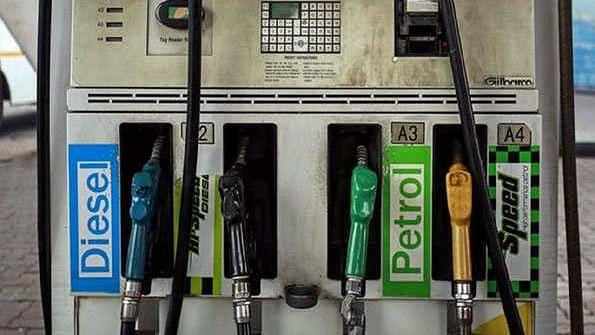 پٹرول - ڈیزل کی قیمتوں میں اضافہ کا سلسلہ جاری، بلند ترین سطح پر پہنچے