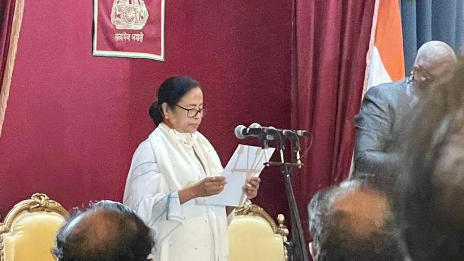 حلف برداری کے بعد ممتا بنرجی کا بیان، 'پرتشدد واقعات کو برداشت نہیں کیا جائے گا، سخت کارروائی ہوگی'