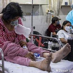 بھارت: ایک طرف کورونا کی مار دوسری طرف لوٹ کھسوٹ کا بازار