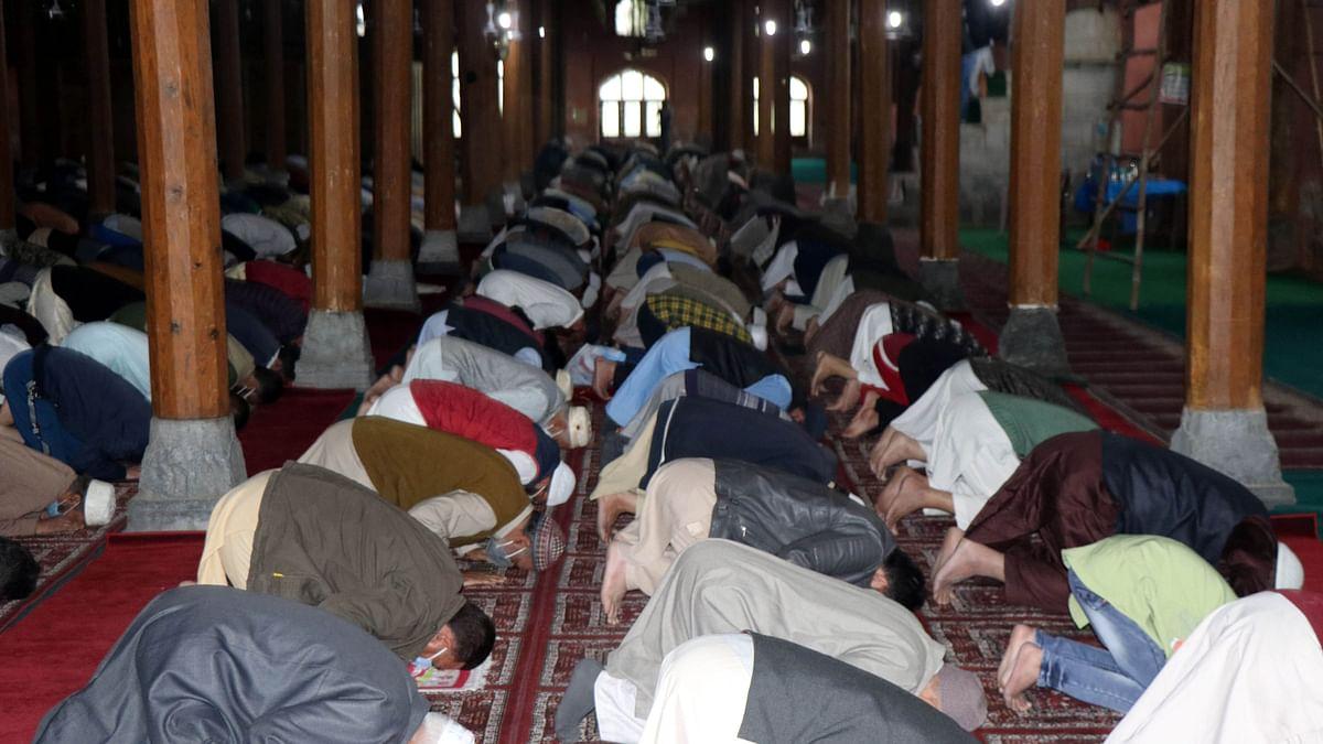 کشمیر میں سادگی سے منائی گئی عید الفطر