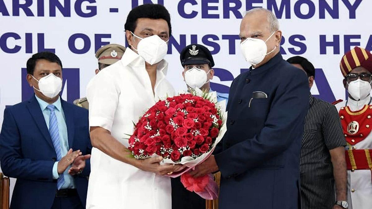 اہم خبریں: اسٹالن نے وزیر اعلیٰ کی ذمہ داری سنبھالی، کووڈ راحت کے طور پر ہر کنبہ کو 4 ہزار روپے فراہم کرنے کے فیصلہ پر دستخط