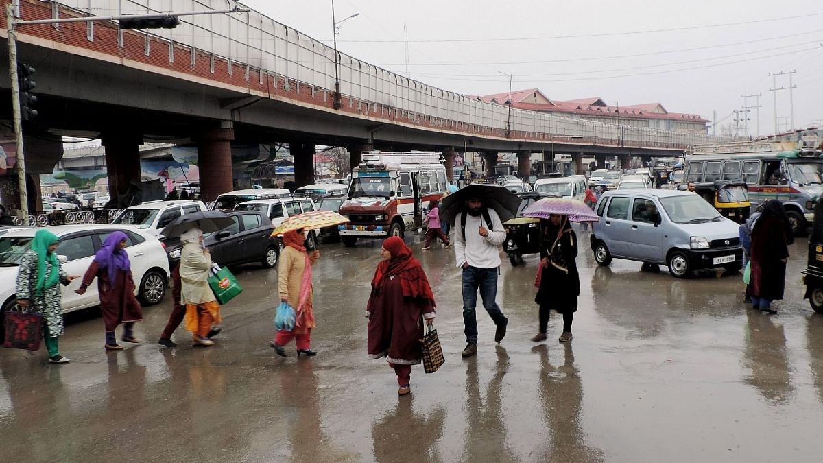 کشمیر میں بارشیں، 17 مئی تک موسم ناساز رہنے کی پیش گوئی
