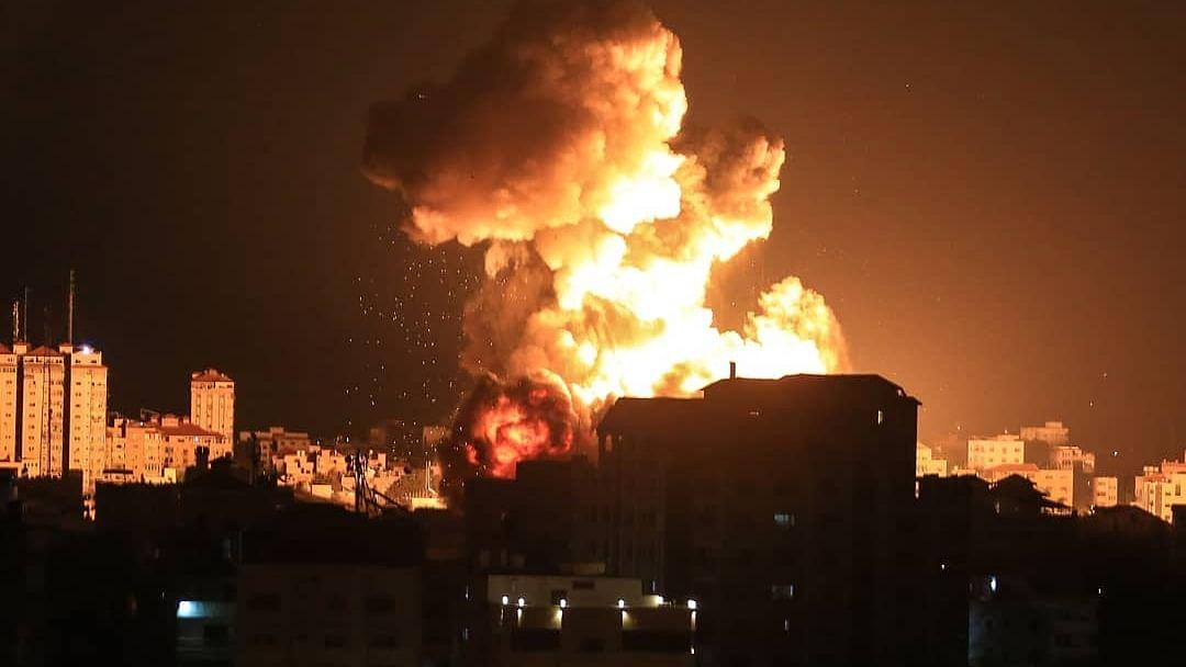 اسرائیل کا غزہ پر پھر فضائی حملہ، غباروں کے جواب میں گولے داغے!