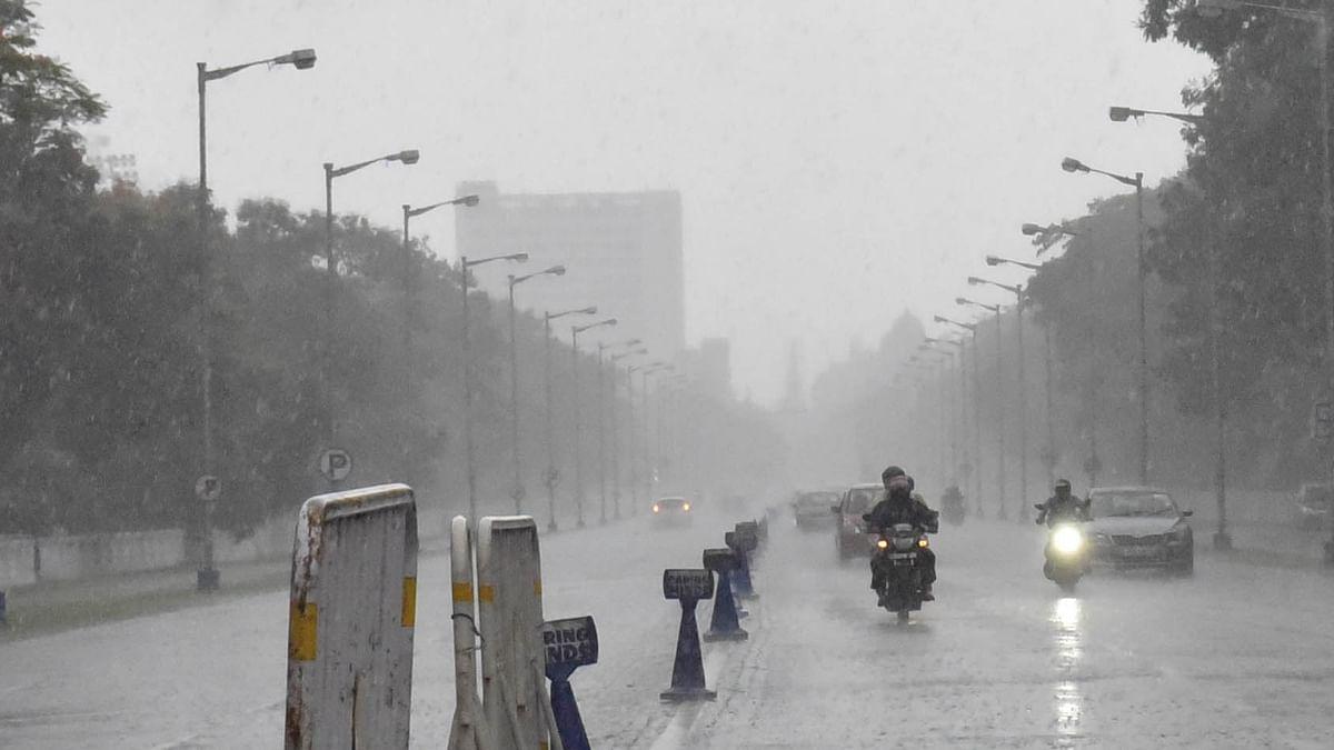 'یاس' کے سبب اڈیشہ اور مغربی بنگال کے مختلف حصوں میں شدید بارش