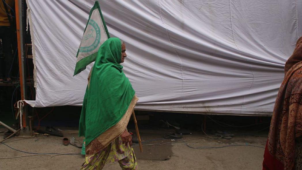 اہم خبریں: دہلی بارڈر پر 'یوم سیاہ' منانے کی زبردست تیاری، متعدد کسان مالوہ سے روانہ