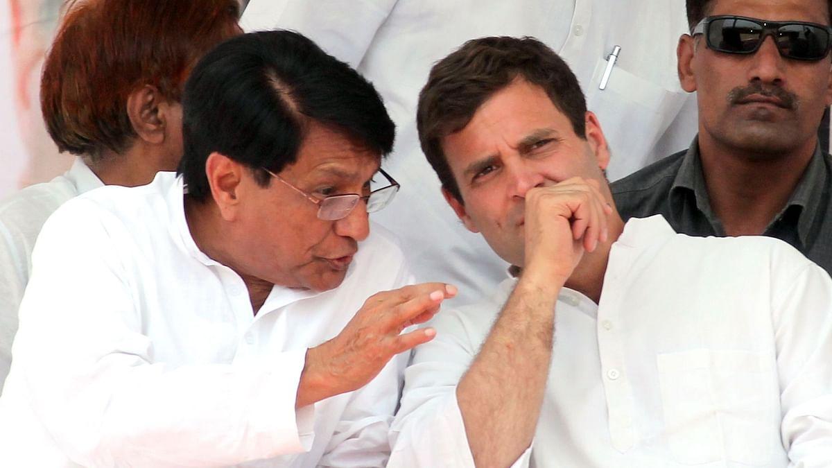 راہل گاندھی سے گفتگو کرتے ہوئے اجیت سنگھ (فائل تصویر) / Getty Images