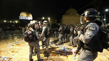 مسجد اقصی پر اسرائیلی فورسز کے تازہ حملے، 50 سے زائد فلسطینی زخمی