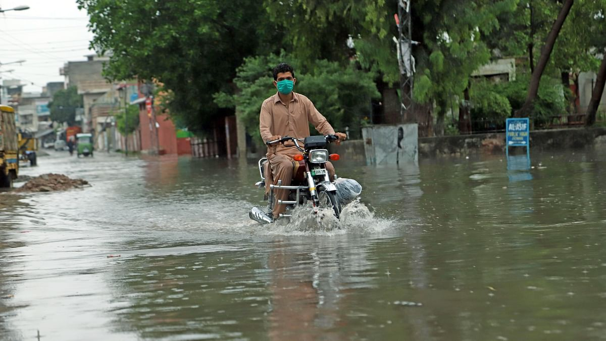 پاکستان میں بارش، فائل تصویر / Getty Images