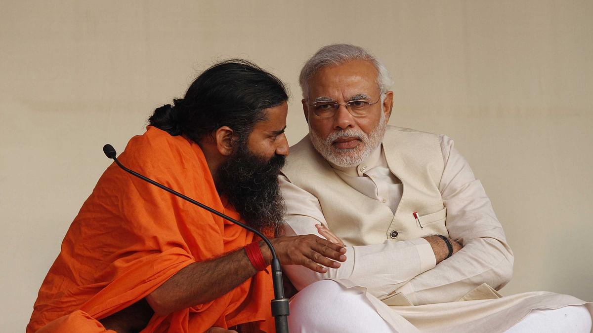 پی ایم مودی کے ساتھ رام دیو (فائل تصویر) / Getty Images