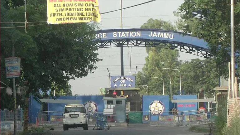 جموں و کشمیر: ایئرفورس اسٹیشن پر دیر رات گئے دو دھماکوں سے کھلبلی