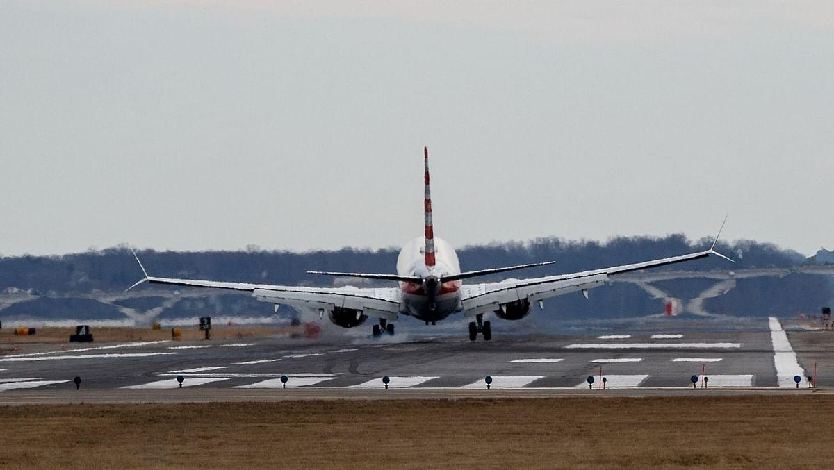 ایک ماہ بعد ہوائی مسافروں کی تعداد ایک لاکھ سے زیادہ