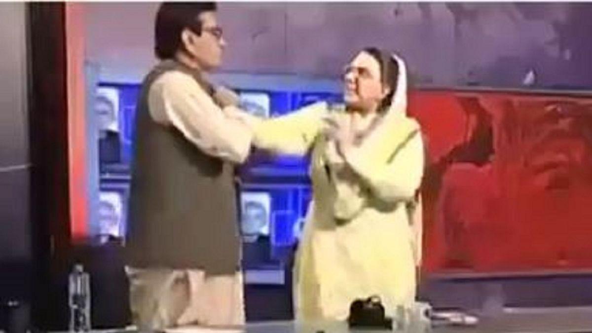 پاکستان ہوا شرمسار! لائیو شو میں عمران خان کی پارٹی کی خاتون لیڈر نے رکن پارلیمنٹ کو مارا تھپڑ