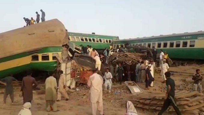 پاکستان: سرسید ایکسپریس اور ملت ایکسپریس ٹرین حادثہ کی خوفناک تصویریں آئیں سامنے