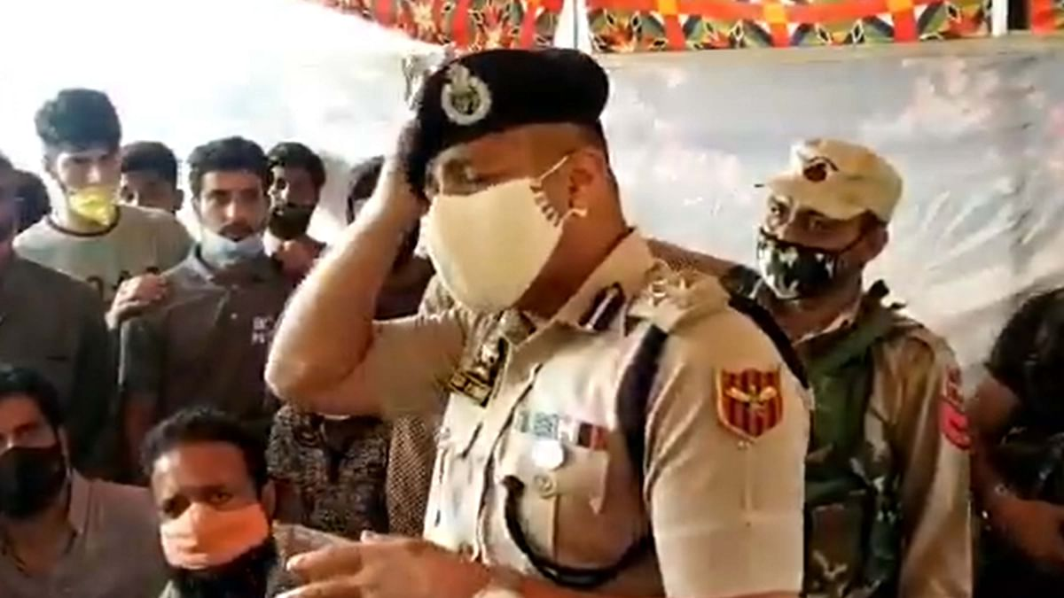 کشمیر: بیانوں میں قرآنی آیات کا حوالہ دینے کی وجہ سے عوام میں مقبول ہو رہے پولیس ڈی آئی جی سجیت کمار